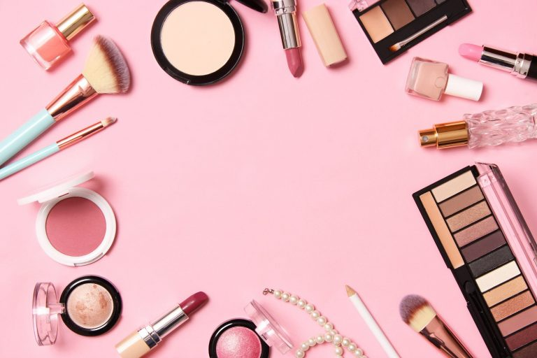 No-makeup look causes harm to the Cosmetic Industry