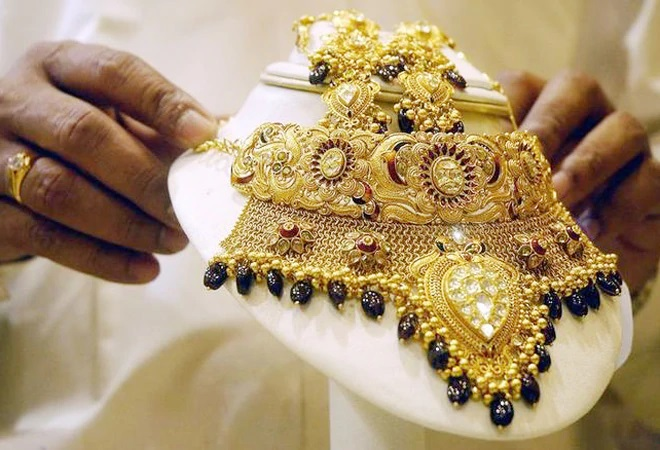 Customs duty on gold, silver to be reduced to 7.5%