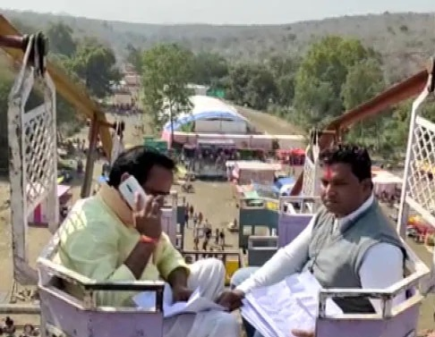 Madhya Pradesh Minister Climbs on a 50-Foot High Swing For Phone Signal