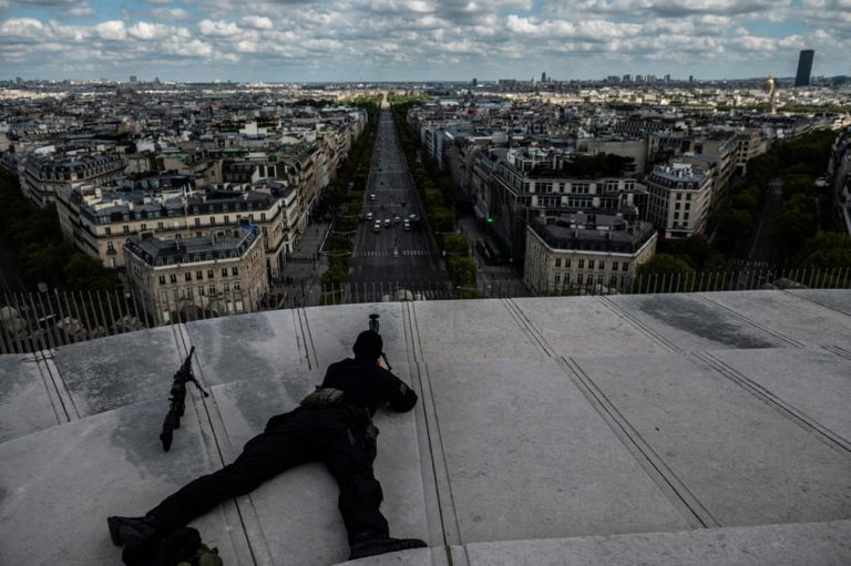 Striking Photos of the day – 10 May